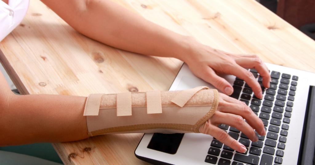 What Are the Symptoms of Carpal Tunnel Syndrome?